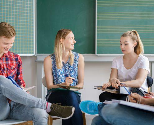 studenten sitzen im seminarraum